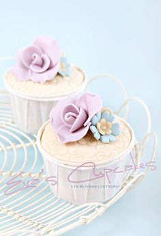 Beautiful site with amazing cupcake pics. Copyright Eva Blixman