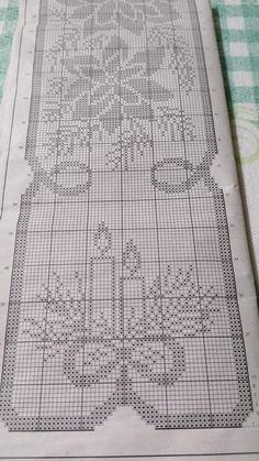 Crochet Thread Patterns, Christmas Crochet Patterns, Holiday Crochet, Crochet Chart, Filet Crochet, Cross Stitch Baby, Counted Cross Stitch Patterns, Cross Stitch Embroidery, Crochet Curtains