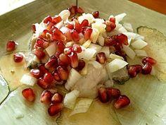 Kinilaw mit Austern und Granatapfelkernen