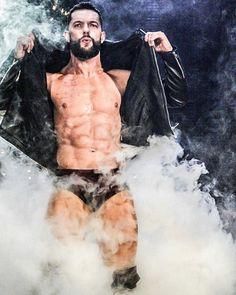 📷 enjoy another set of 10 photos 😃 Adam Levine Beard, Finn Balor Demon King, Demon Pics, Hot Men Bodies, Japanese Wrestling, Balor Club, Perfect Abs, Wrestling Superstars, Professional Wrestling