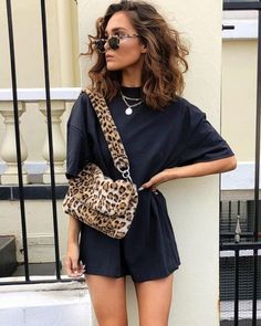 Animal print guide by Alicia Roddy - Guita Moda - Women Outfits Mode Outfits, Fashion Outfits, Womens Fashion, Fashion Tips, Fashion Trends, Hipster Outfits, Fashion Clothes, Look Fashion, Fashion Beauty