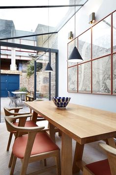 Like the chairs and the glass roof Lambeth Marsh House Fraher Architects London UK Metal Ceiling, Ceiling Rose, Glass Ceiling, Luz Natural, Dining Area, Dining Table, Dining Rooms, Architects London, Journal Du Design