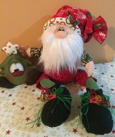 Santa Claus with Christmas Tree Dolls Christmas Craft Projects, Handmade Christmas Decorations, Christmas Sewing, Xmas Decorations, Holiday Crafts, Christmas Makes, Christmas Snowman, Christmas Holidays, Christmas Wreaths