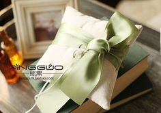 High quality white with green ribbon bowknot bride fashion ring pillow embroidery wedding ring cushion for wedding accessories