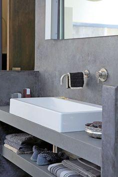 badkamer, betonlook, wastafel rechthoekig, kraan in muur.