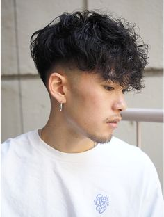 Men Haircut Curly Hair, Male Haircuts Curly, Curly Undercut, Wavy Hair Men, Short Wavy Hair, Hair And Beard Styles, Curly Hair Styles, Scrunched Hair, Gents Hair Style
