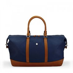 Albemarle Clipper Holdall-bag Canvas leather petrol front base. This travel bag has a unique look to it, incorporating two different main colours, it opens up and gives you options when it comes to choosing what to wear