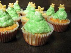 . christmas cupcakes! Christmas Tree Cupcakes, Holiday Cupcakes, Deserts, Cupcakes Decorating, Xmas, Recipes, Food, Decorate Cupcakes, Christmas