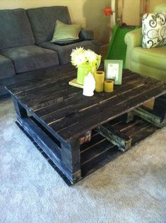 Love the colors here. Pallet coffee table - DIY Most Cautious Pallet Table Ideas | Pallet Furniture DIY.