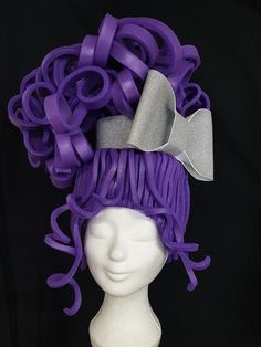 Made by Fientje en Feuntje - Modern Candy Costumes, Girl Costumes, Halloween Costumes, Foam Wigs, Diy Wig, Diy Carnival, Mannequin Art, Hippie Hair, Wig Making