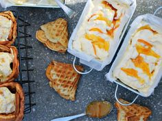 Raikkaan appelsiinin makuinen tiikerijäätelö on ikisuosikki ja sen valmistaminen käy yllättävän helposti itse. Appelsiinirahka sopii reseptiin ihanasti ja appelsiinimarmeladi sekä raikastaa että tekee jäätelöön tiikeriraidat. Paista jäätelön kaveriksi vohveleita ja kääräise niistä tötteröt jätskipalloille. Täydellinen yhdistelmä!