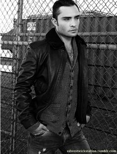 Uploaded by Ed Westwick Station. Find images and videos about Hot, gossip girl and chuck bass on We Heart It - the app to get lost in what you love. The Cw, Hollywood Actor, Hollywood Actresses, Moda Gossip Girl, Gossip Girls, Chuck Bass Ed Westwick, Street Style Boy, I'm Chuck Bass, Bae