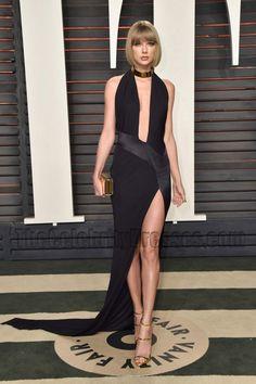 Taylor Swift 2016 Vanity Fair Oscar Party Dress. She looks AMAZING in this simple & elegant black gown! Taylor Swift Hot, Estilo Taylor Swift, Taylor Swift Style, Red Taylor, Taylor Swift Fashion, Taylor Swift Vestidos, Taylor Swift Dresses, Evening Dresses, Fiestas