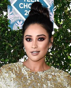 Shay Mitchell | Teen Choice Awards 2016 (Pinterest: hannahlourens)