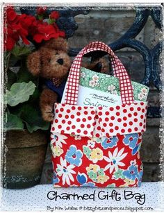 Charmed Gift Bag-holds charm packs, fat quarters, and small sewing notions to give as a gift to your quilting friends! sew, gift bags, bake shop, charm gift, little gifts, bag tutorials, bag patterns, homemade bags, moda bake
