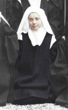 Ste Therese, St Therese Of Lisieux, Pope Pius Xi, Catholic Saints, My Passion, Fiction, Angels, Sisters, Portrait