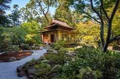 Style Up Your Backyard With Enchanting Japanese Garden Design Ideas: Picture Perfect Japanese Garden With Stone Pathway