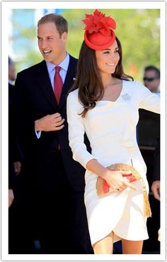 Kate Middleton sports a red maple leaf fascinator on her visit to Canada. Very classy, Kate! I love this fascinator Kate Middleton Stil, Estilo Kate Middleton, Kate Middleton Dress, Princesse Kate Middleton, Kate Middleton Prince William, The Duchess, Duchess Of Cambridge, Royal Fashion, Look Fashion
