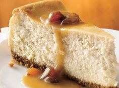 Hot Buttered Rum Cheesecake with Brown Sugar-Rum Sauce Bring the flavors of a popular hot beverage to a classic cheesecake. A sweet sauce is the crowning touch. Köstliche Desserts, Delicious Desserts, Dessert Recipes, Yummy Food, Autumn Desserts, Cupcake Recipes, Hot Buttered Rum, Rum Sauce Recipe, Eat Dessert First
