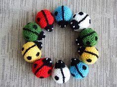 Vi leker träd: En nyckelpiga jag har i handen Crochet Crafts, Crochet Toys, Crochet Baby, Knit Crochet, Amigurumi Patterns, Crochet Patterns, African Flowers, Fabric Yarn, Textile Jewelry