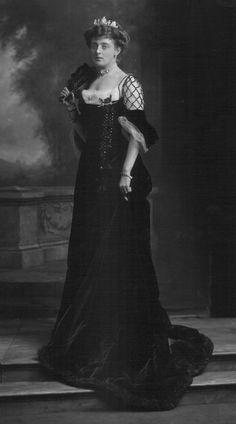 U.K. Mrs. Henry Yarde-Buller in Court Dress, London, 1903 // by Lafayette Studio / V&A