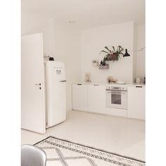 Kitchen. #aitio #iittala #jalpaikka #kodin1 #smeg #mittapuu