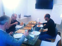 Sesión de pizzas & beers en GUK. Otros lo llaman brainstorming