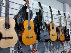 Guitarras, bajos, banjos, bandurrias,......