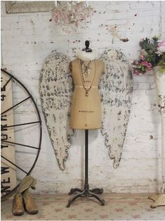 Create your own Angel from a Mannequin Dress Form and get 10% off.  To read the full article, click here... https://blog.mannequinmadness.com/2018/03/create-angel-mannequin-dress-form-get-10-off/