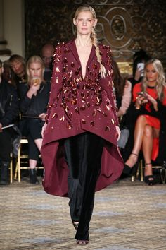 The complete Christian Siriano Fall 2017 Ready-to-Wear fashion show now on Vogue Runway. Runway Fashion Looks, Fashion Week, Fashion 2017, High Fashion, Christian Siriano, Vogue, Fashion Show Collection, Yorkie, Beautiful Outfits