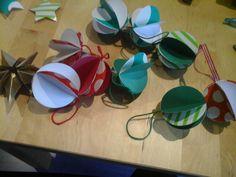 Boules de Noël en papier