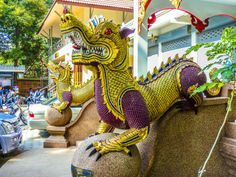 Nagha im Wat Chaimongkon Fair Grounds, Life, Door Entry