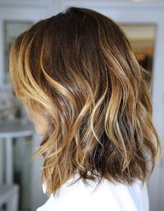At the shoulder cut, natural balayage highlights inspired by natural light, light wave simple style