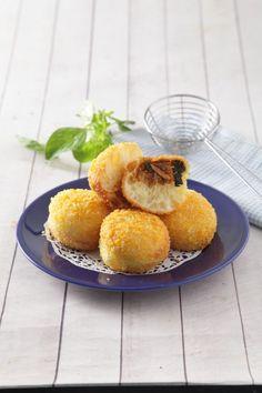 Roti goreng ikan cakalang, roti goreng dengan isi ikan yang bisa jadi menu sarapan nikmat. Yuk segera lihat resepnya.