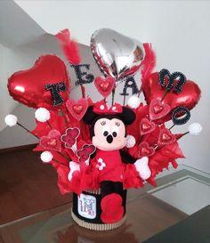 Friend Birthday Gifts, Birthday Diy, Valentine Decorations, Valentine Crafts, Gift Bouquet, Candy Bouquet, Valentines Day Baskets, Personalised Gifts Diy, Valentine's Day Gift Baskets