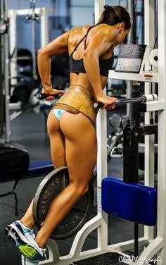 Rising Star: Fitness Model Stephanie Buckland Talks With Simplyshredded.com | SimplyShredded.com