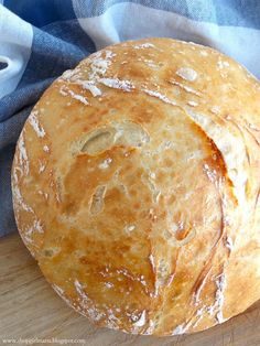 Easy Homemade Artisan Bread - A Homemade LivingA Homemade Living Croissants, Artisan Bread Recipes, Holiday Side Dishes, Holiday Desserts, Cupcakes, Bread Rolls, Sweet Bread, Bread Baking, Thanksgiving Recipes