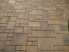 Mounting a Block or Paver Walkway – Outdoor Patio Decor Outdoor Patio Designs, Outdoor Kitchen Design, Backyard Designs, Outdoor Kitchens, Paver Patterns, Weed Types, Paver Designs, Paver Walkway, Driveway Paving