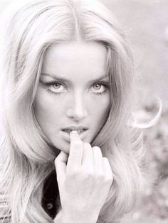 Beware - my page will contain nude classic pin up models. Vintage Hollywood, Hollywood Glamour, Hollywood Actresses, Classic Hollywood, Vintage Glamour, Vintage Beauty, Timeless Beauty, Classic Beauty, Barbara Bouchet