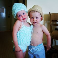 Who Ivy Carter? The cutest celebrity toddlers are still Harper and Gideon Burtka-Harris. I want that bathing cap a little bit.