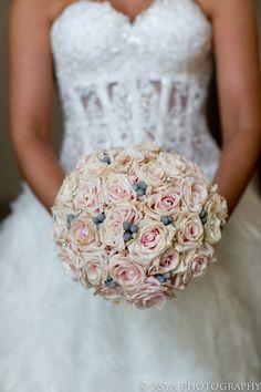 Pale pink roses. silver brunia berries. jewels. Beautiful Blooms. E este!