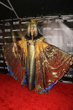 Heidi Klum Stuns As Cleopatra at Halloween Bash - photos Kim Kardashian Halloween Costume, Heidi Klum Halloween Costume, Halloween Party Kostüm, Best Celebrity Halloween Costumes, Halloween Queen, Halloween 2018, Halloween Ideas, Happy Halloween, Cleopatra Costume