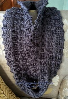 Quincy Reversible Cowl: free crochet pattern