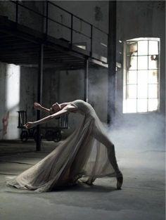 """Résultat de recherche d'images pour """"dance photography art industrial"""""""