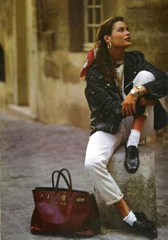 Still love this look!Carre Otis- scarf in hair, leather jacket, black loafers.in the Still love this look!Carre Otis- scarf in hair, leather jacket, black loafers. Looks Street Style, Looks Style, Rome Street Style, Italy Street, 80s Fashion, Fashion Outfits, Vogue Fashion, Womens Fashion, Vintage Chic Fashion