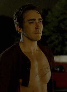 "Halt and Catch Fire ""FUD"" (1x02) - Lee Pace as Joe MacMillan #moving #shirtless"
