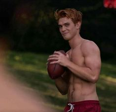 """A"" is for Archie Andrews, already in training for fall football season. Onl… ""A"" is for Archie Andrews, already in training for fall football season. Only 47 days until returns… Kj Apa Riverdale, Riverdale Memes, Riverdale Cast, Riverdale Season 1, Watch Riverdale, Archie Andrews Riverdale, Riverdale Archie, San Diego Comic Con, Hot Men"