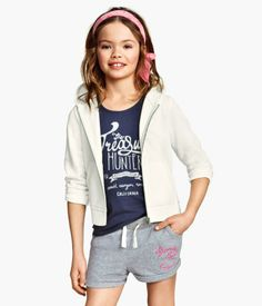 H&M Sweatshirt shorts 899 RSD