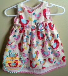 Sewing Dresses Rickety Rac Baby Dress Tutorial and Free Pattern - This is a perfect free baby dress pattern that you can whip up in no time for your little girl or to give as present for the baby in your life. Don't let this one pass by. Baby Dress Pattern Free, Baby Girl Dress Patterns, Baby Clothes Patterns, Dress Sewing Patterns, Little Girl Dresses, Clothing Patterns, Free Pattern, Pattern Sewing, Baby Dresses