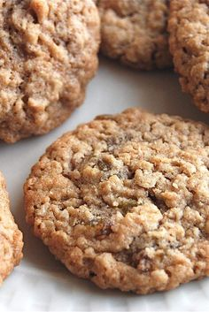 How to reduce sugar in cookies and bars - Flourish - King Arthur Flour: Many of us are looking to cut back on the sugar in our favorite homemade desserts. Here's how to reduce sugar in cookies and bars — and still enjoy them. Cookie Flavors, Oatmeal Cookie Recipes, Oatmeal Cookies, Cookie Desserts, Dessert Recipes, Cookies Soft, Oatmeal Scotchies, Coconut Cookies, Chocolate Cookies